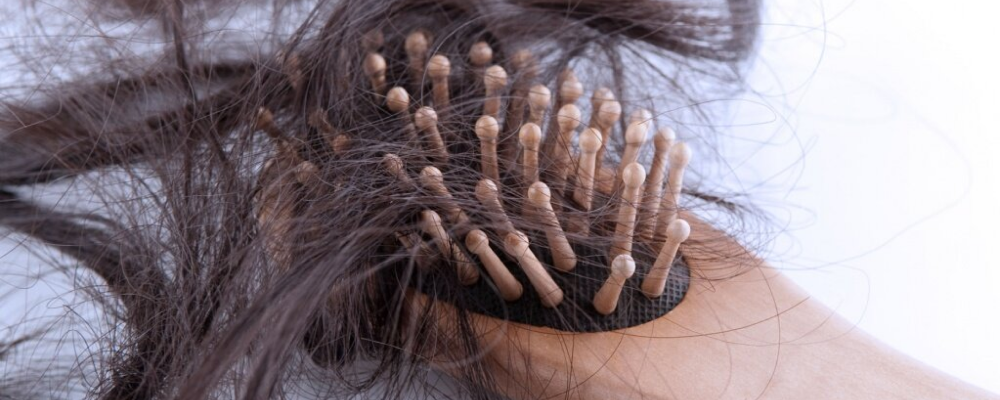 Восемь главных причин выпадения волос